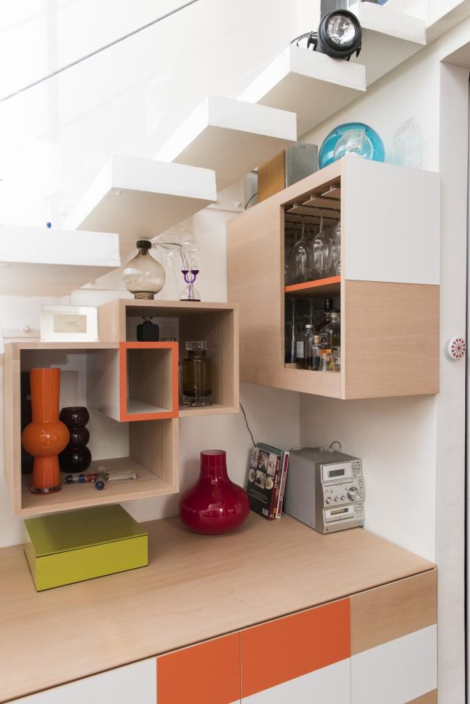 buffet sous l 39 escalier eb nisterie 111. Black Bedroom Furniture Sets. Home Design Ideas