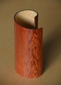 lampe en bois moulé
