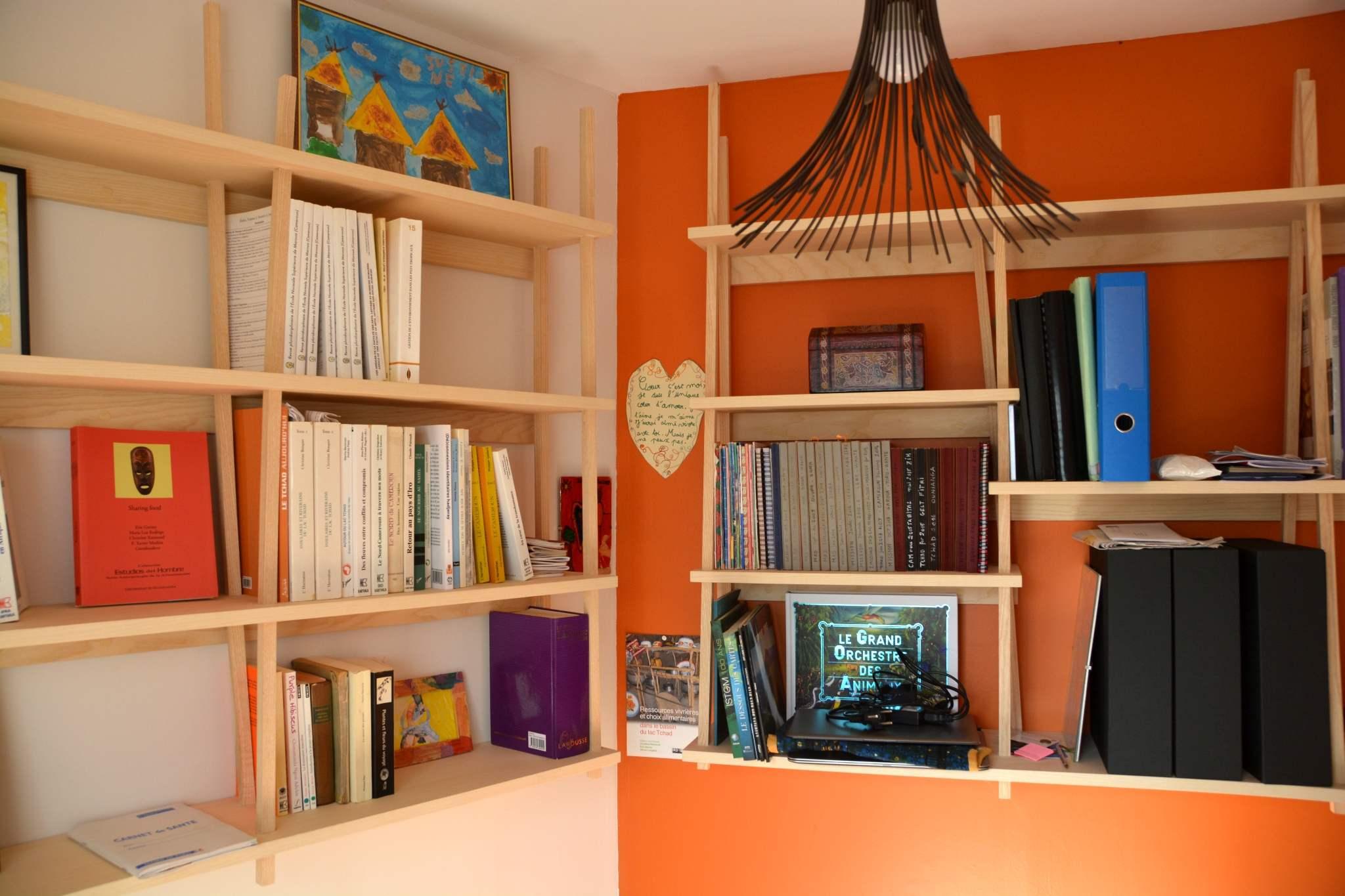 bureau en fr ne olivier avec desserte eb nisterie 111. Black Bedroom Furniture Sets. Home Design Ideas
