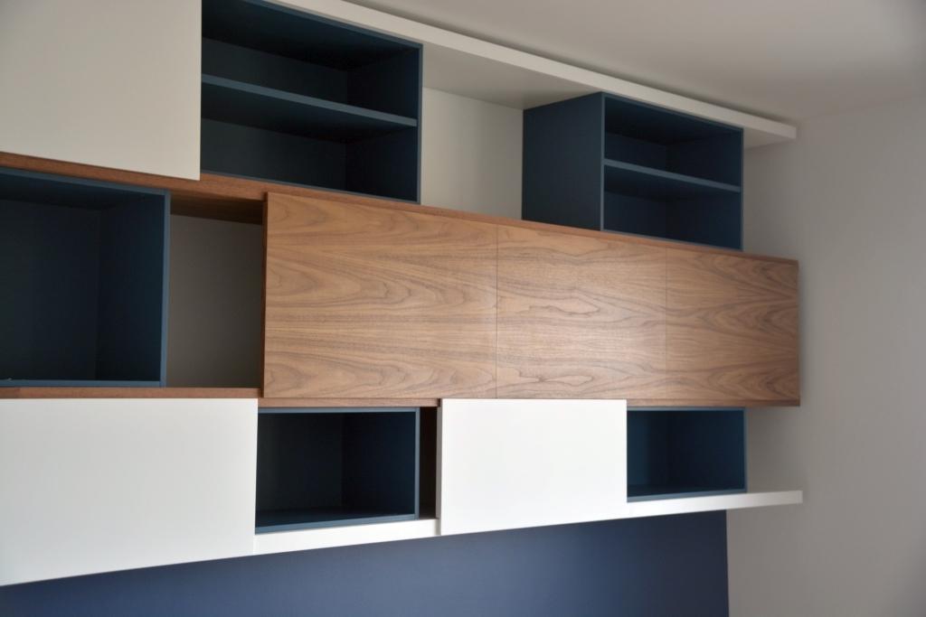 étagères de bibliothèque avec panneaux coulissants